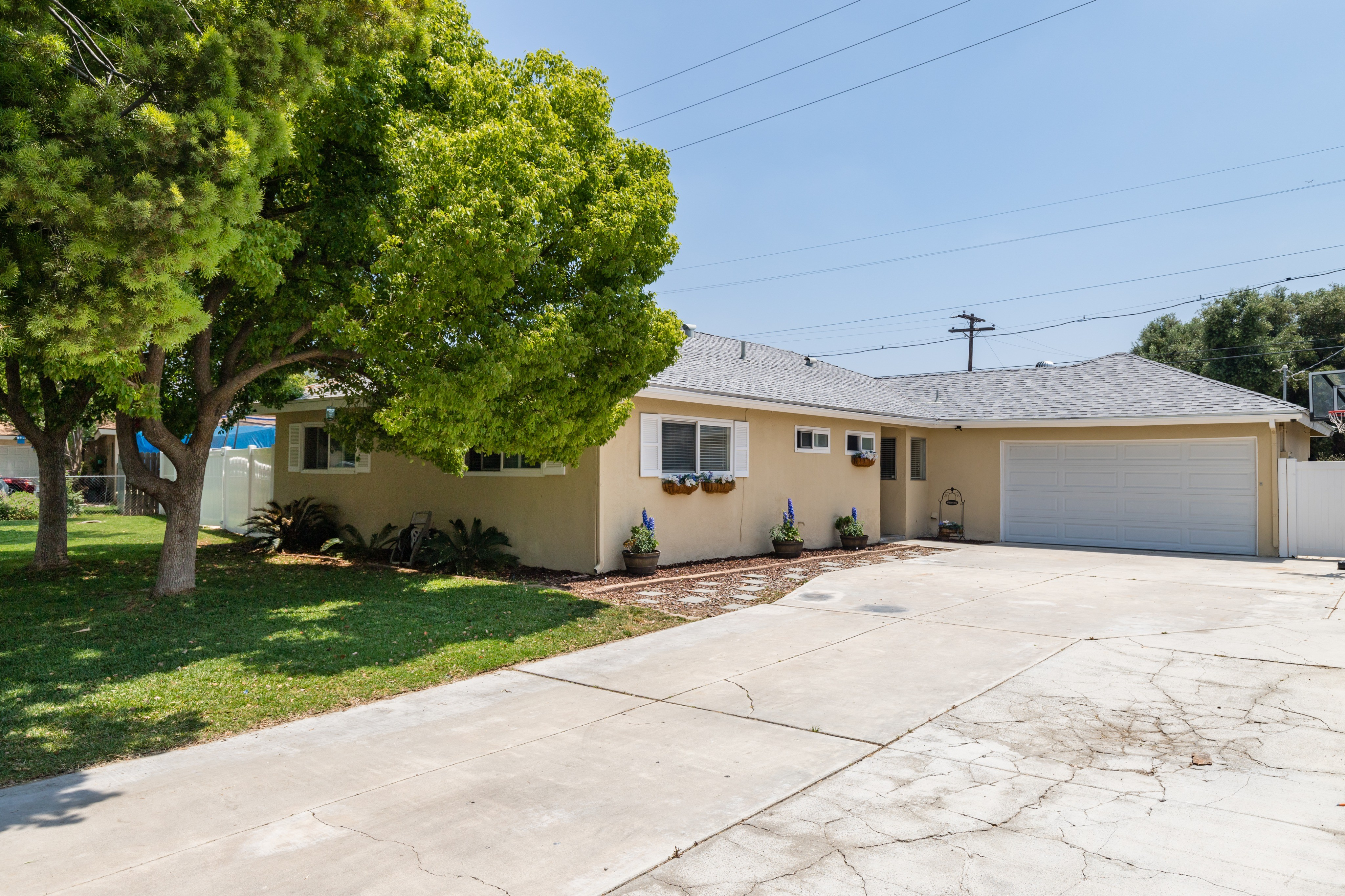8512 Basswood Ave. Riverside, CA 92504